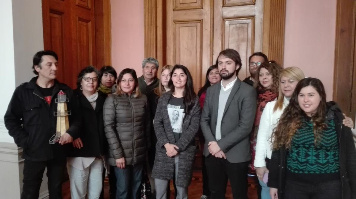 Artesanos porteños acogerán a sus colegas de Quintero y Puchuncaví en gran feria solidaria