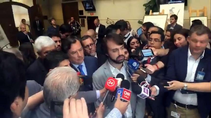 [VIDEO] Alcalde Sharp y parlamentarios hacen llamado al gobierno a poner fin al conflictoportuario
