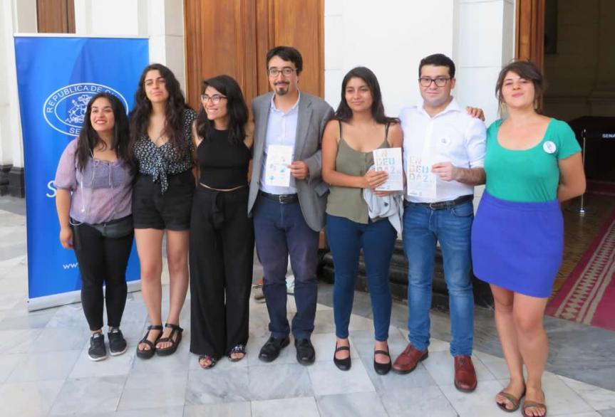 """Senador Latorre y movimiento Deuda Educativa se reúnen con deudores educacionales y lanzan campaña """"Fin al DICOM porestudiar"""""""
