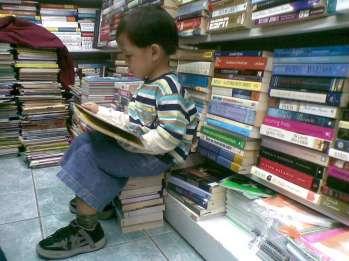 nino-leyendo
