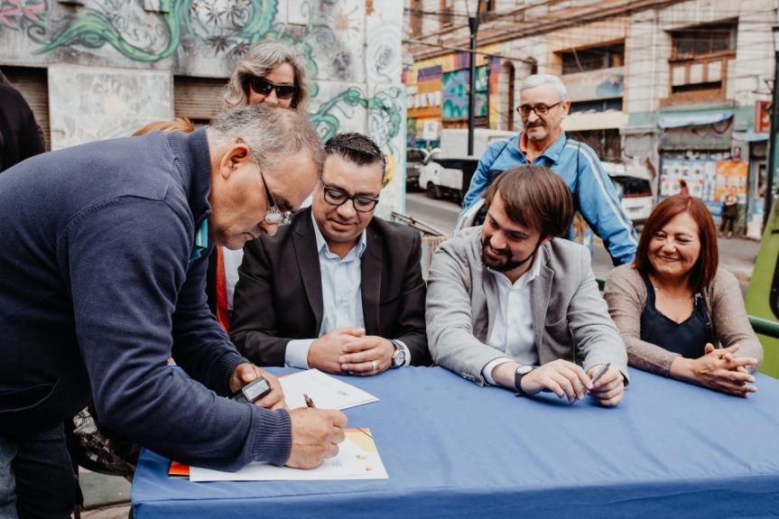 Firman acuerdo por el uso de terrazas y otras medidas en SubidaEcuador