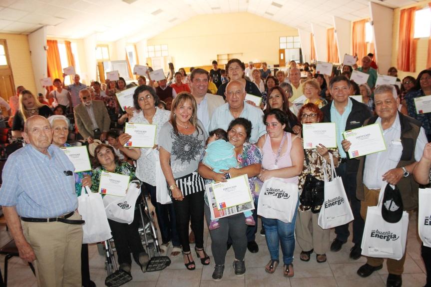 """Vecinos de Villa Alemana se capacitan en programa """"Con Buena Energía""""2019"""