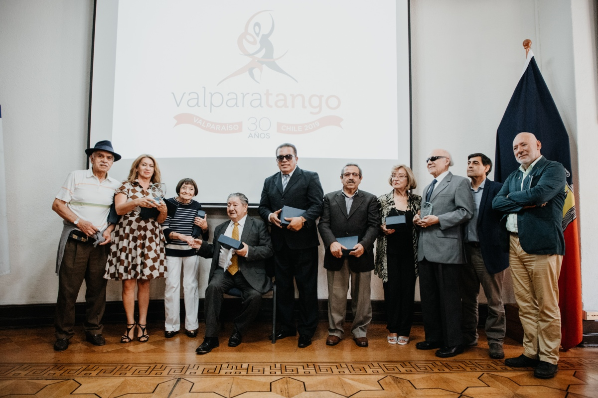 Tangueros porteños reciben merecido reconocimiento en el Festival Valparatango 2019