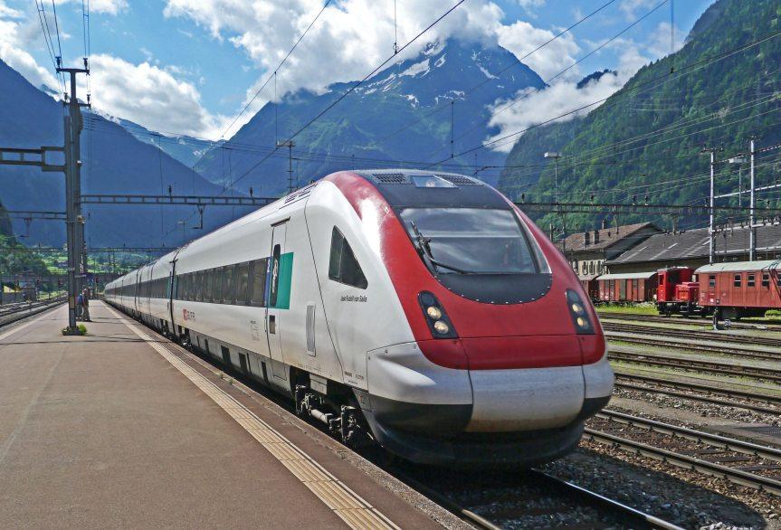 Tren de alta velocidad: experto entrega claves del proyecto que pretende unir Santiago yValparaíso