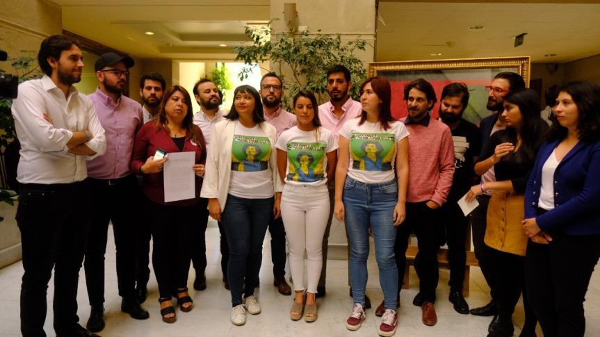 Frente Amplio ingresa proyecto de resolución para declarar a Bolsonaro persona non grata enChile