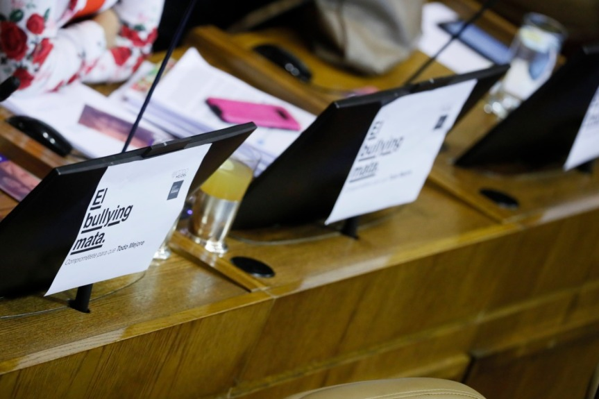 Parlamentarios llaman a minuto de silencio por niños, niñas y adolescentes víctimas de bullying yciberacoso