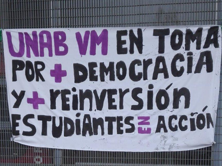 Estudiantes de la UNAB Viña del Mar votan continuar contoma