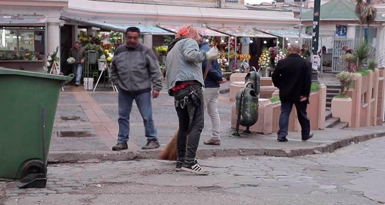 Detenidos por rayar Pérgola de las Flores limpian sector como medidareparatoria