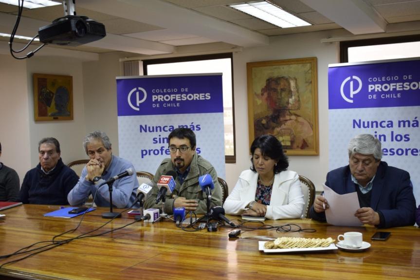 [VIDEO] Senador Juan Ignacio Latorre entrega apoyo a paro de profesores del 3 dejunio