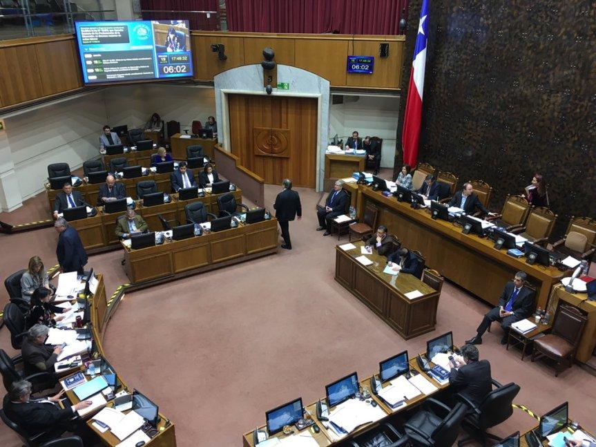 Sala del Senado aprueba en general proyecto que busca mejorar condiciones laborales de profesionales de laeducación