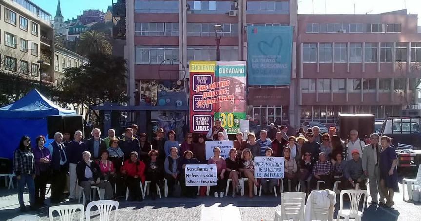 Adultos mayores de Valparaíso se movilizan en demanda de gratuidad en el transportepúblico
