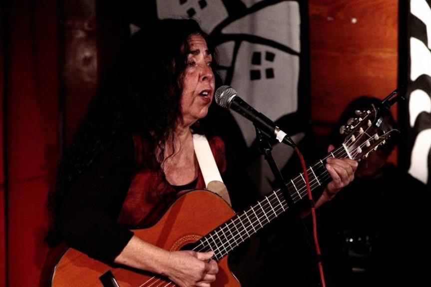 Cecilia Concha Laborde llega a Valparaíso dándole cuerda alcanto