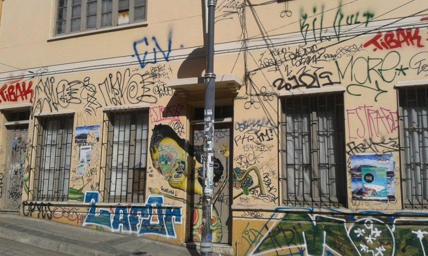 Campaña #CeroRayados insta a Gobierno a invertir en recuperación de sectores patrimoniales y comerciales deValparaíso