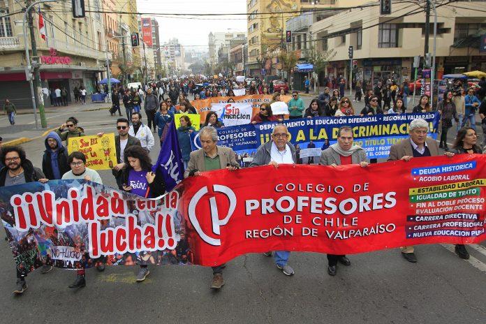 Frente Amplio se pone a disposición de docentes movilizados y directiva del Colegio de Profesores deChile