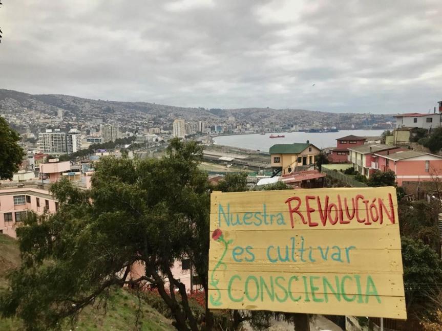 Limpieza colectiva: la apuesta de vecinos y vecinas de Los Lecheros de Valparaíso para cuidar sucerro