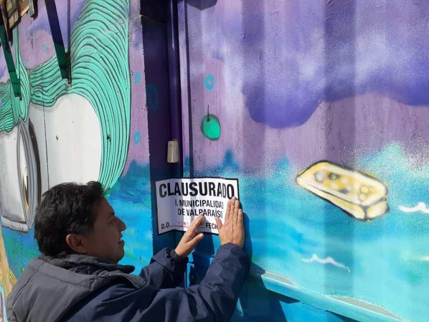 Vecinos del cerro Mariposa ganan batalla contra polémico hotel en Valparaíso: Municipalidad decretó clausura delWineBox