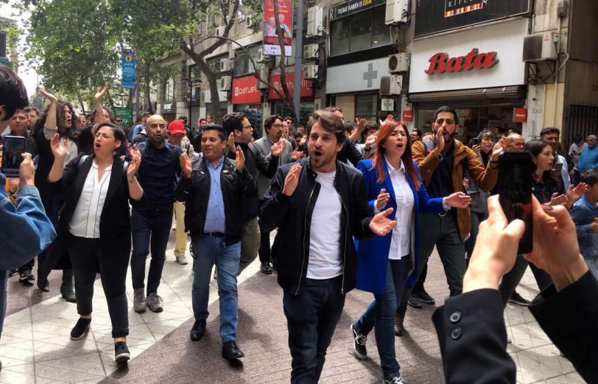 """Frente Amplio emplaza al Gobierno a deponer Estado de Excepción: """"El gobierno renunció a la democracia"""""""