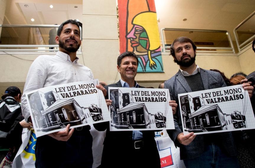 Diputado Marcelo Díaz y alcalde Jorge Sharp presentaron proyecto de ley que regula viviendas de autoconstrucción