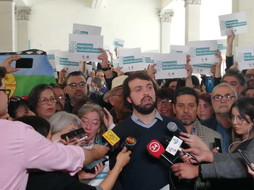 """Alcalde Sharp, gremios del comercio y dirigentes sociales afirman que """"Valparaíso no está enguerra"""""""