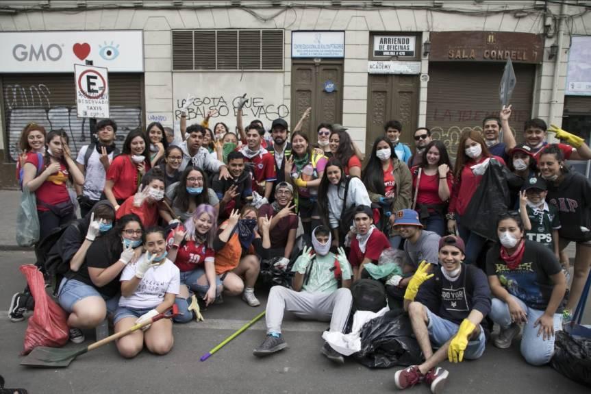 Voluntarios se la juegan por la reconstrucción deValparaíso